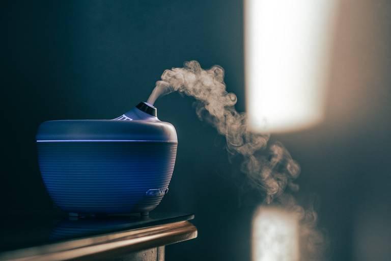 Aromaterapia: O que é e como usar o difusor, colar e óleos essenciais