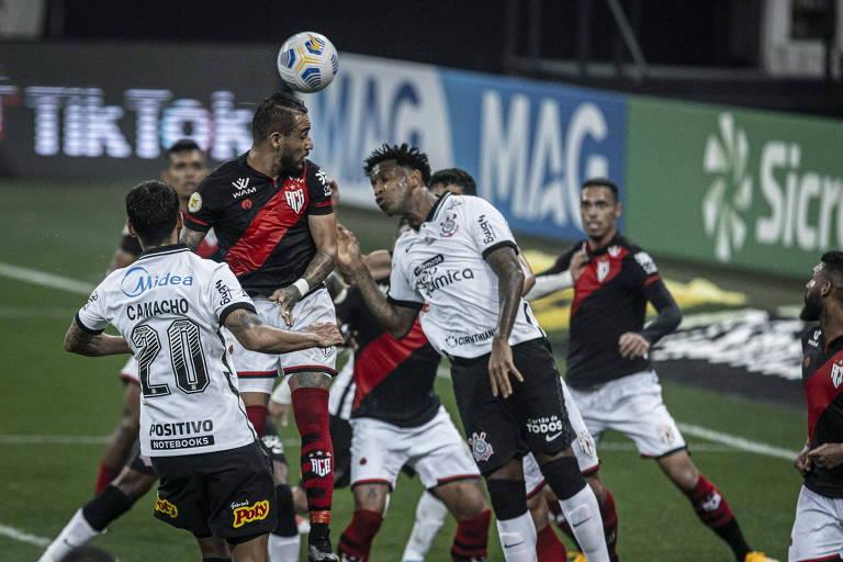 Corinthians amplia crise com nova derrota em casa para o Atlético-GO