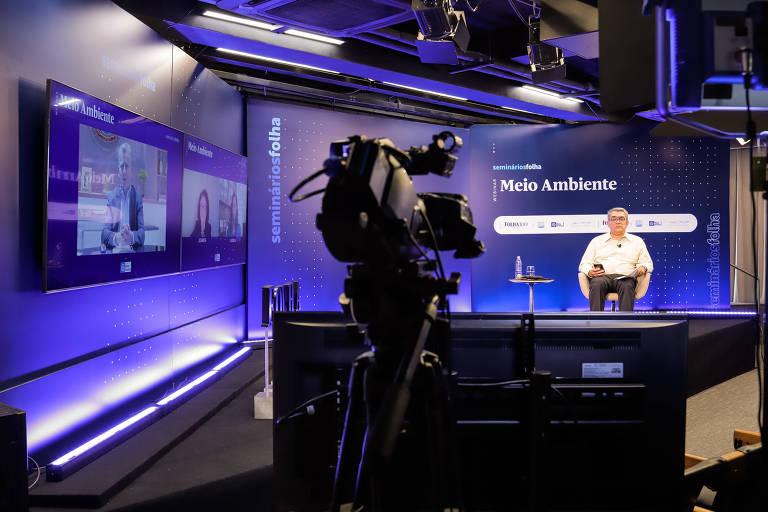 O jornalista Marcelo Leite media o webinário Meio Ambiente, na sede da Folha, na quarta (2)