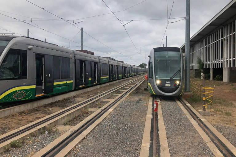 Imagem mostra trens estacionados em estação em Várzea Grande (MT)