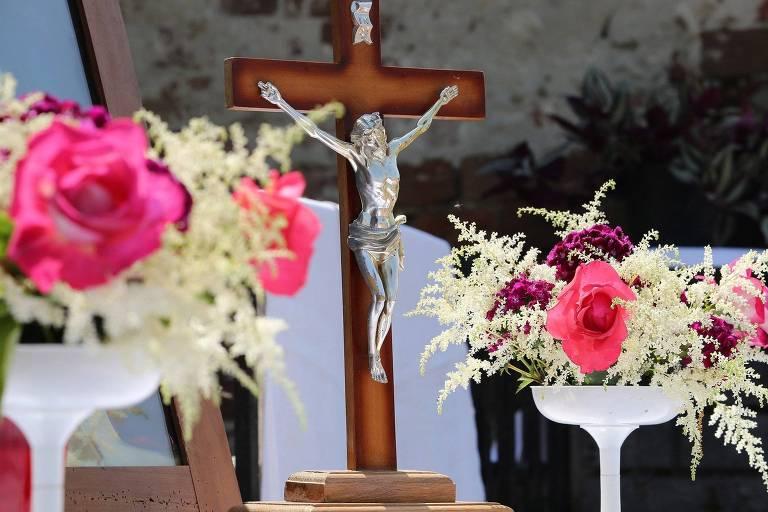 Cruz em altar do Corpus Christi