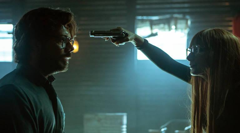 Em 'La Casa de Papel', Álvaro Morte interpreta o Professor; quem dá vida à personagem Alicia Sierra é Najwa Nimri