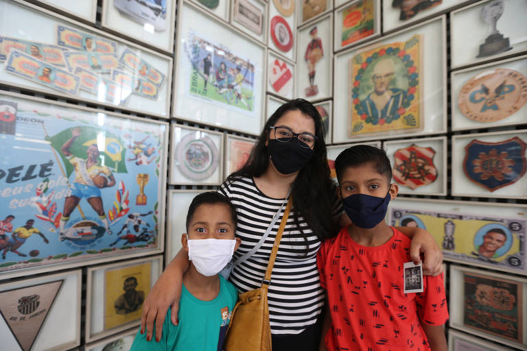 Kezia Pereira Pedroso, 29, da Cidade Tiradentes (zona leste), levou os dois sobrinhos Caio, 7, e Cauã, 10, para conhecer o Museu do Futebol, nesta sexta-feira (4), no Corpus Christi