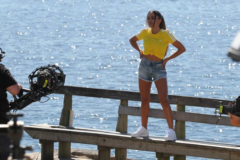 Anitta durante gravação no Rio