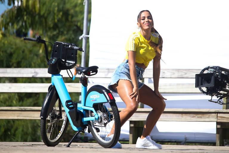 Anitta grava no Rio de Janeiro um comercial