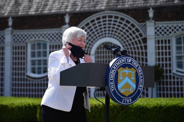 A secretária do Tesouro dos EUA, Janet Yellen, chega para entrevista após reunião com ministros do G7, em Londres