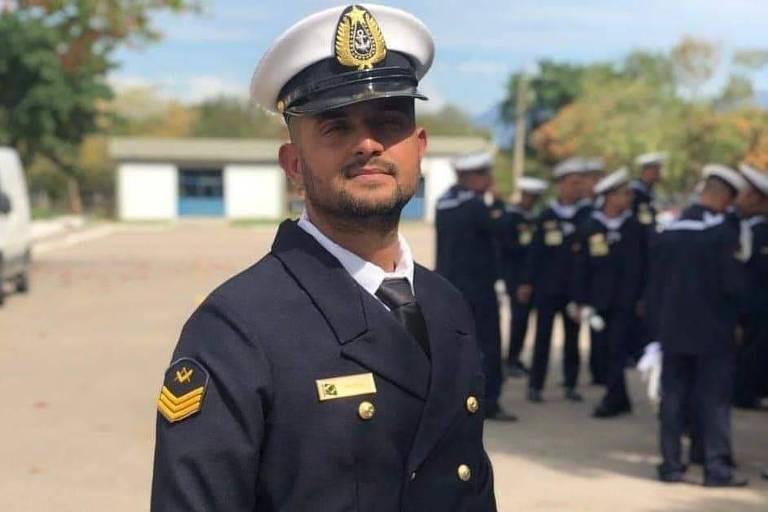 Na contramão de Pazuello, sargento da Marinha gay e de esquerda se vê perseguido após críticas a Bolsonaro