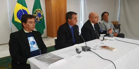 Bolsonaro nega existência, mas diz não ver problema em gabinete paralelo no combate à Covid