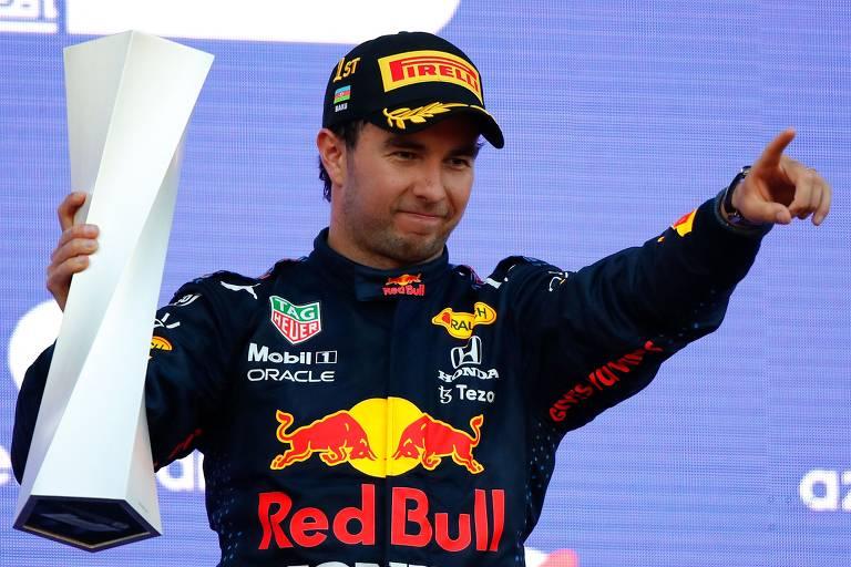 Sergio Pérez, da Red Bull, viu a vitória no GP do Azerbaijão cair no seu colo nas últimas voltas e cruzou em primeiro na sexta corrida da temporada