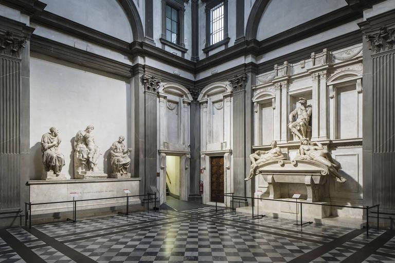 Michelangelo ganha limpeza realizada por uma salada bacteriana em Florença