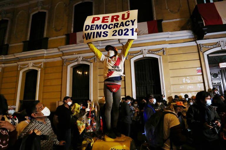 Derrocada democrática no Peru é alerta para o Brasil