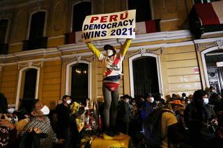 Peruvians vote to elect president