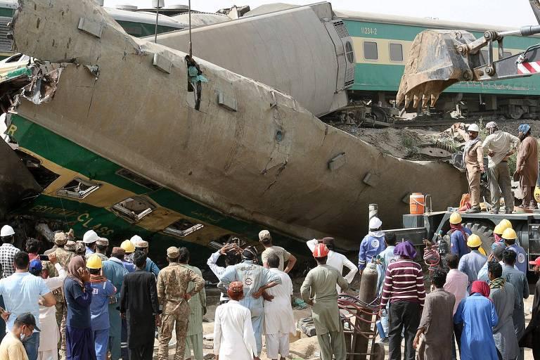 Colisão entre trens de passageiros deixa ao menos 36 mortos no Paquistão