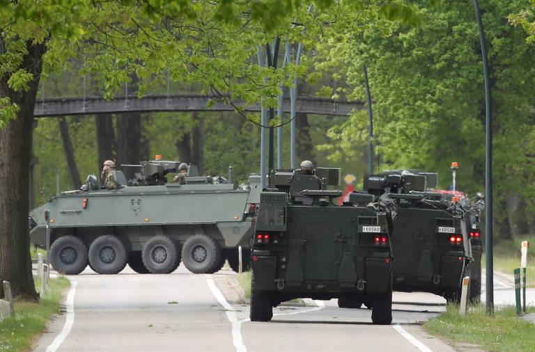 Mais de 300 agentes procuram atirador que ameaçou cientista na Bélgica