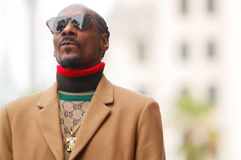 Rapper Snoop Dogg na Calçada da Fama, em Los Angeles