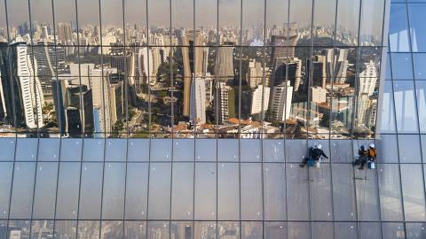 SÃO PAULO, SP - 25.05.2021 - Faria Lima Plaza, em fase final de construção no Larga da Batata. escritórios de alto padrão da avenida que, mesmo na pandemia, tem taxa baixa de disponibilidade. (Foto: Danilo Verpa/Folhapress, MERCADO)