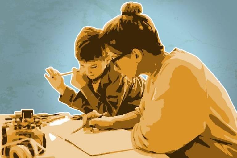 Mulher sentada em mesa apontando para um caderno com uma criança ao lado