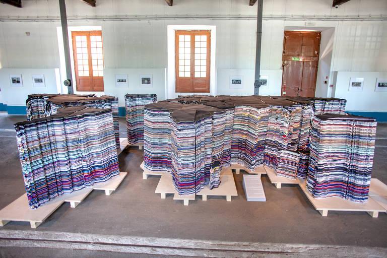 Com trabalhos em cortiça e azulejo, Ai Weiwei inaugura em Lisboa sua maior exposição