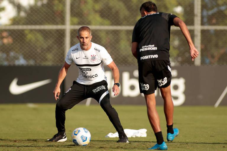 Com um gol em três jogos sob Sylvinho, Corinthians busca virada improvável