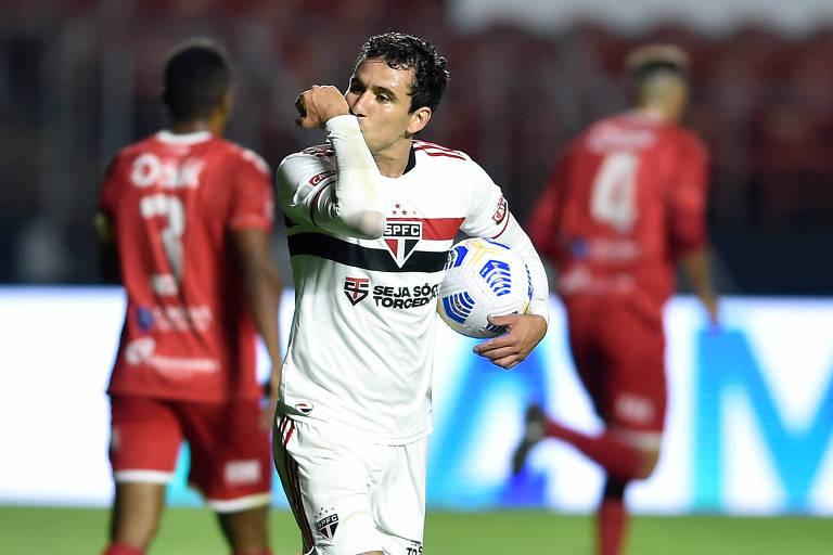 São Paulo flerta com o vexame, mas faz 9 a 1 e avança na Copa do Brasil