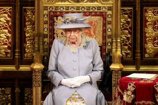 Rainha Elizabeth antes de discurso ao Parlamento em Londres
