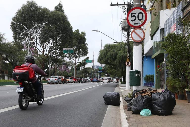 Trabalhadores da limpeza retomam atividades após greve por vacina contra Covid em SP