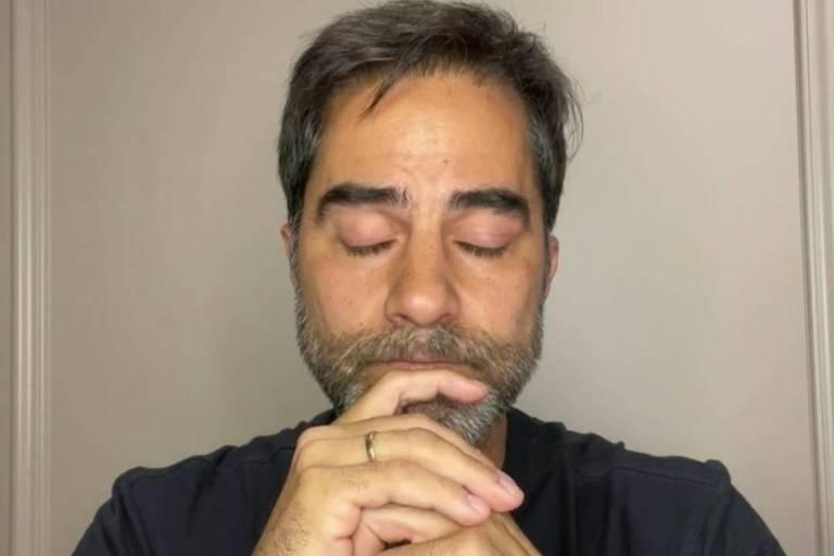 De volta ao Brasil, médico detido no Egito chora e diz que foi infantil e infeliz