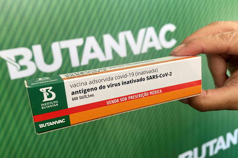 Dimas Tadeu Covas, director of Brazil's Butantan biomedical institute, shows a mock-up box as he talks about Butanvac, a potential vaccine against the coronavirus disease (COVID-19), in Sao Paulo, Brazil March 26, 2021. REUTERS/Leonardo Benassatto   NO RESALES. NO ARCHIVES. REFILE - CLARIFYING CAPTION ORG XMIT: PPP-SMS201