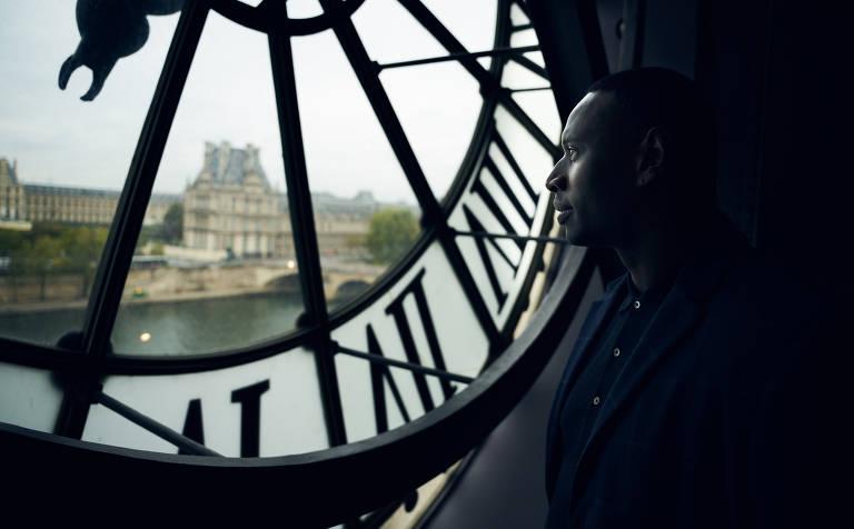 Omar Sy volta a encarnar Sherlock francês na segunda parte de 'Lupin'