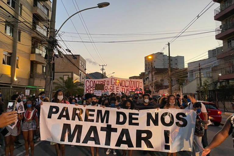 Manifestação no complexo do Lins
