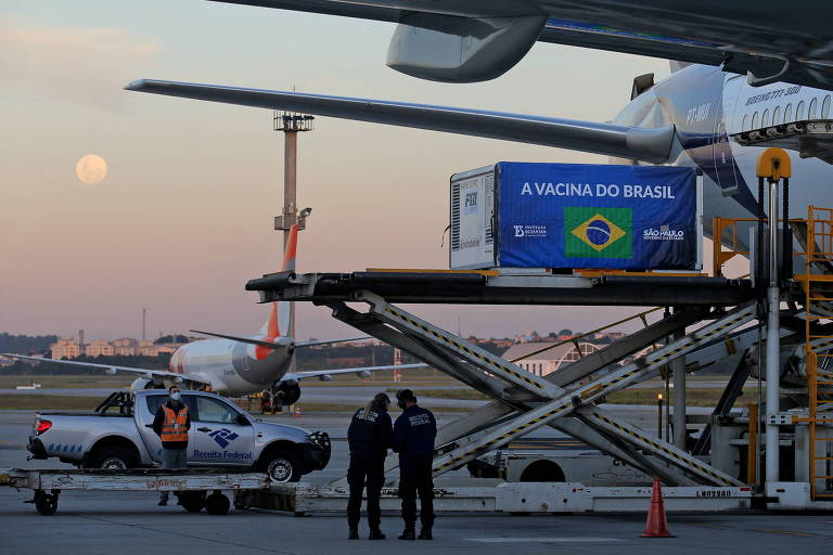 Contêiner com insumos da Sinovac para a produção de vacina chega ao Aeroporto de Guarulhos (SP)