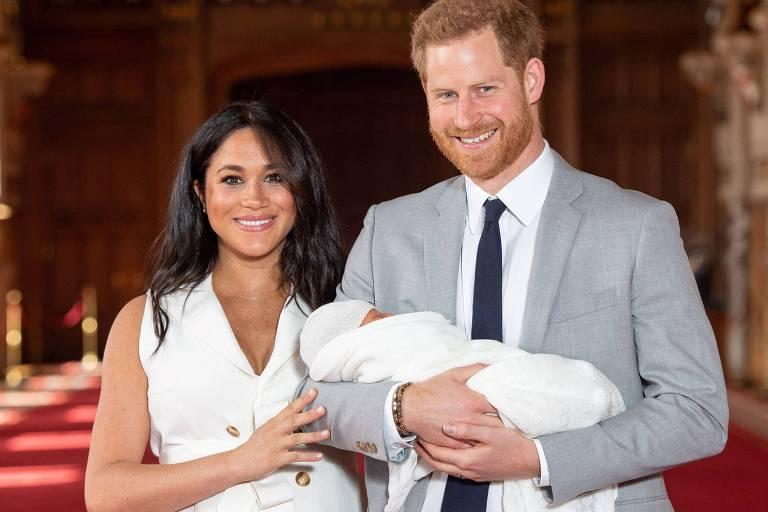 Filhos de Meghan Markle e Harry receberão títulos de príncipe e princesa