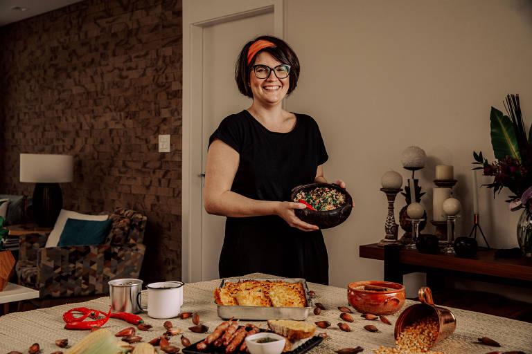 A colunista Juliana Ventura prepara uma mesa especial com pratos típicos da festa junina