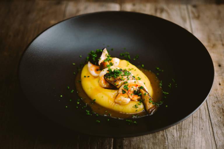 Bobó de camarão com purê de mandioquinha e cogumelo é sugestão do Maní para o Dia dos Namorados via delivery