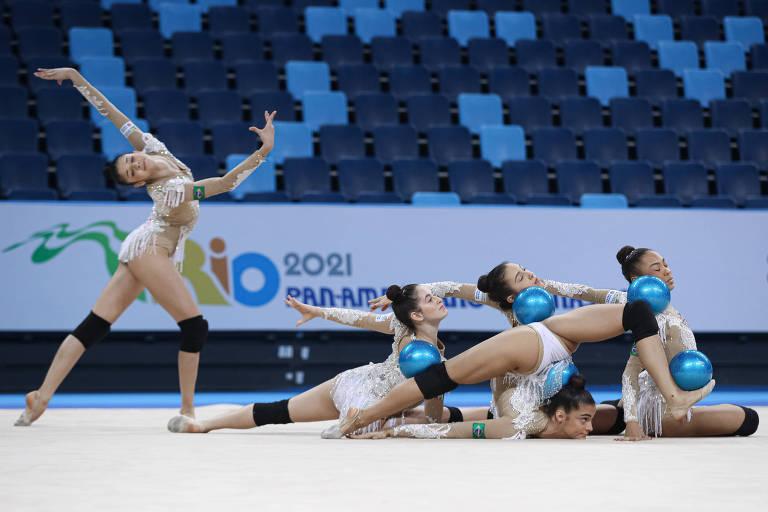 Conjunto de ginástica rítmica do Brasil treina para competir no Pan de Ginástica do Rio de Janeiro com novo uniforme