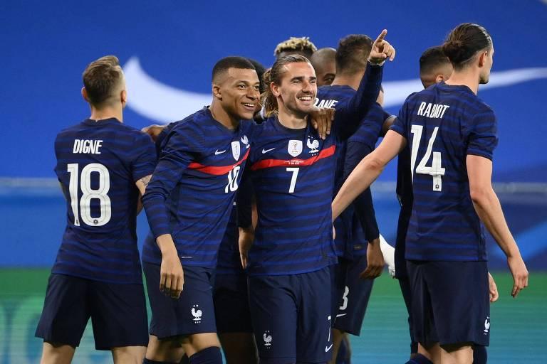 Com Benzema, França busca confirmar favoritismo na Euro e repetir geração 2000