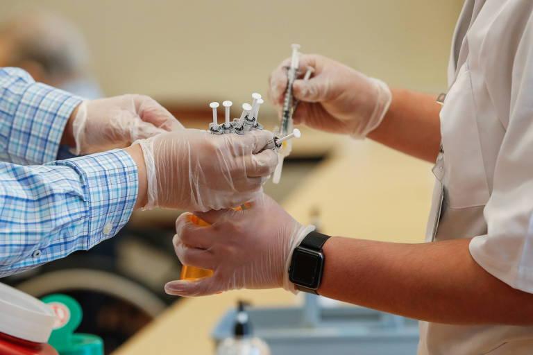 Agências reguladoras negam risco de infertilidade em vacinados