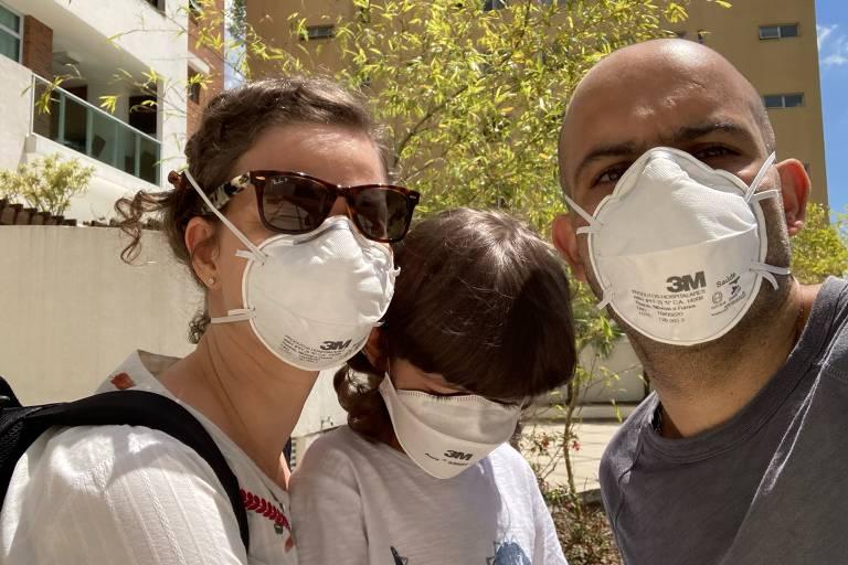 Leitores enviam fotos usando máscara