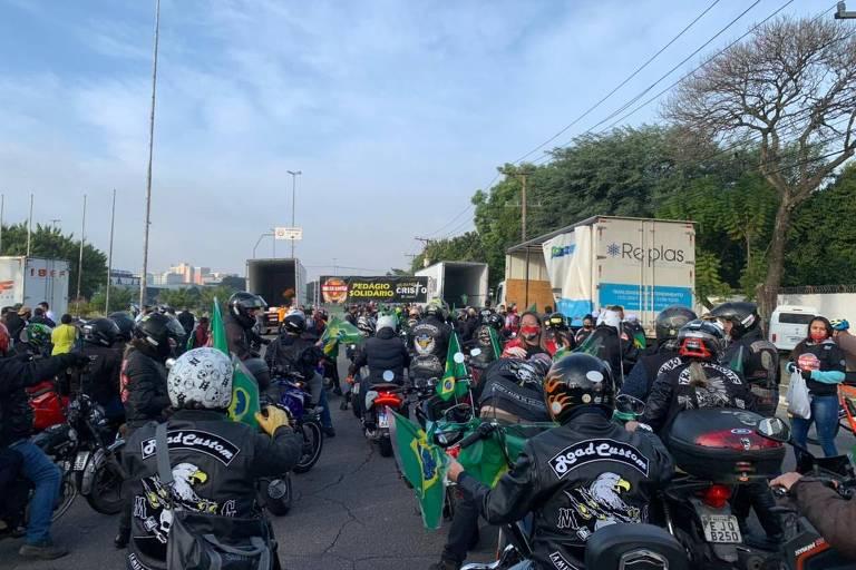 Concentração da motociata com o presidente Jair Bolsonaro na avenida Santos Dumont, em Santana, zona norte de São Paulo