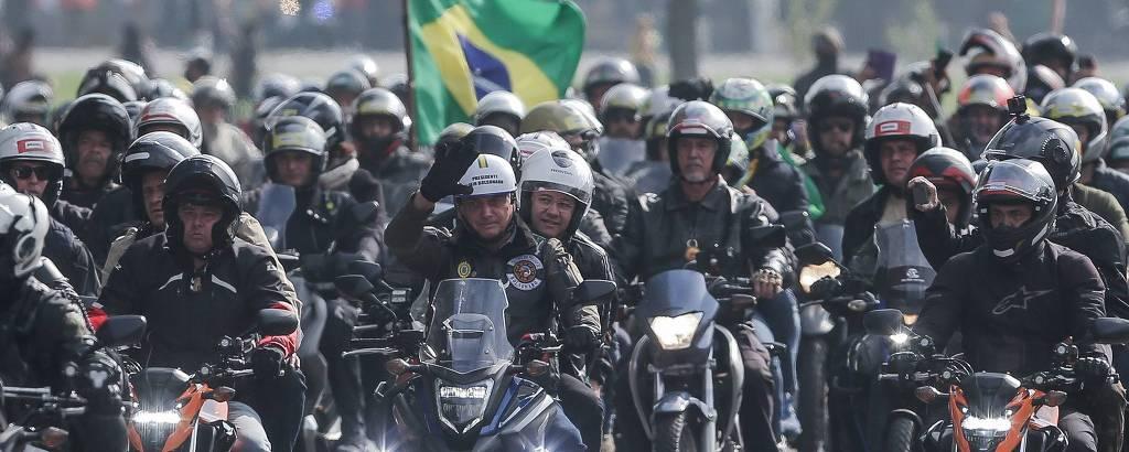 O presidente Jair Bolsonaro no início da 'motociata' em São Paulo