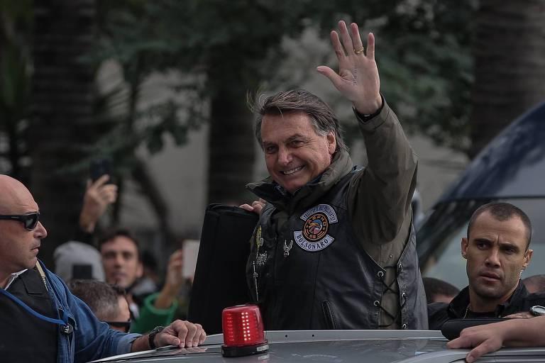 O presidente Jair Bolsonaro (sem partido) no início da motociata, na avenida Santos Dumont, zona norte de São Paulo