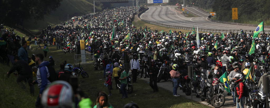 Motociata com Bolsonaro na rodovia dos Bandeirantes