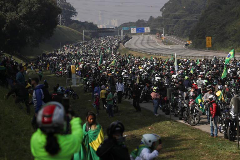 Passagem da motociata com o presidente Bolsonaro pela rodovia dos Bandeirantes