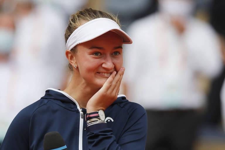 Krejcikova fecha jornada surpreendente com título inédito em Roland Garros
