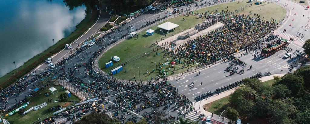 Apoiadores de Bolsonaro acompanhando discurso do presidente no Ibirapuera