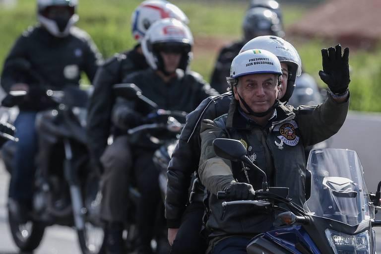 O presidente Jair Bolsonaro em motociata neste sábado em São Paulo