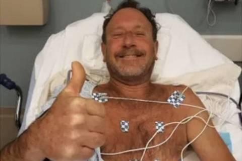 O pescador de lagostas de 56 anos, fotografado no hospital depois de passar mais de 30 segundos na boca de uma baleia jubarte