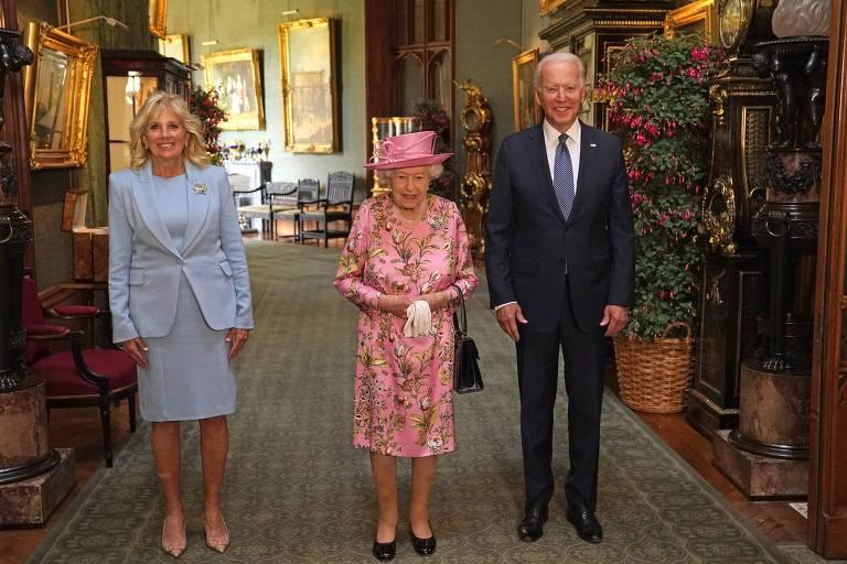 Joe e Jill Biden se encontram com Elizabeth 2ª no castelo de Windsor