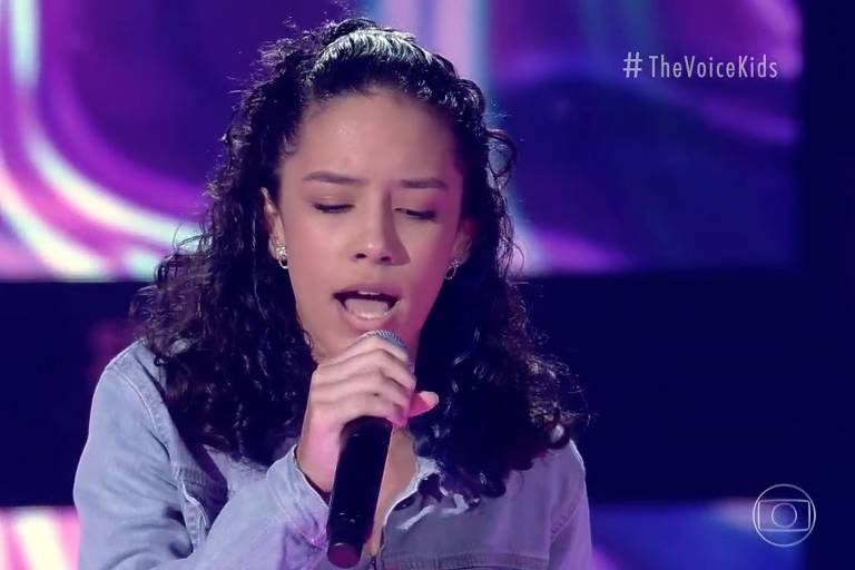 "Clara Dantas, de 13 anos, cantou ""Elastic Heart"" no The Voice Kids"