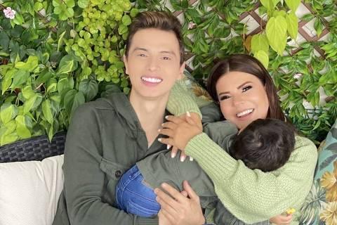 Mara Maravilha com o noivo Gabriel Torres e o filho Benjamim